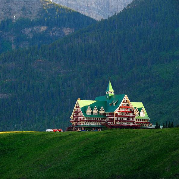Amazing Places Canada: PrinceofWalesHotel.jpg