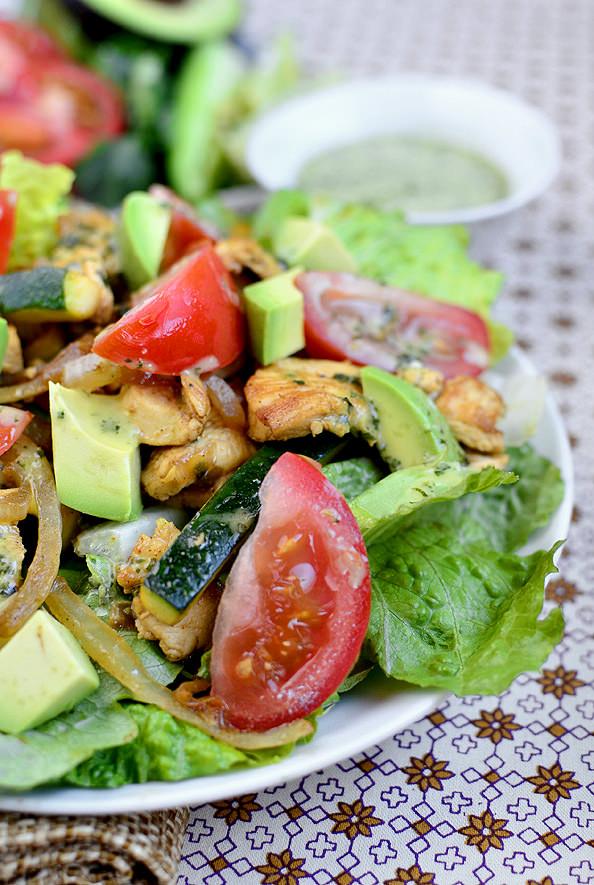 Chicken Fajita Sizzling Salad with Cilantro Lime Vinaigrette via @Iowa Girl Eats