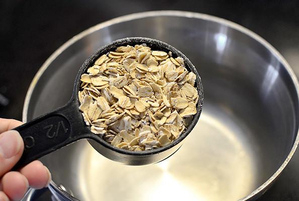 Blueberry Banana Nut Oatmeal | iowagirleats.com