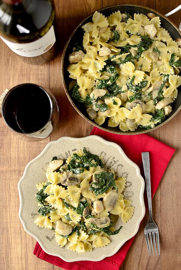 Creamy Kale & Mushroom Chicken Pasta | iowagirleats.com