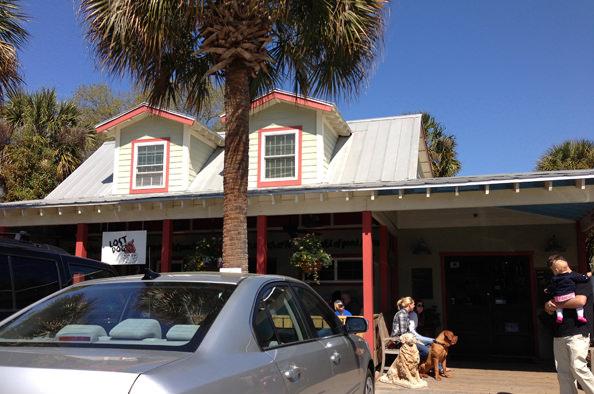 Lost Dog Cafe, Folly Beach, SC | iowagirleats.com