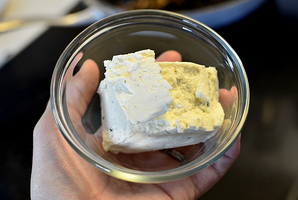 Creamy-Chicken-and-Herb-Skillet-06_mini