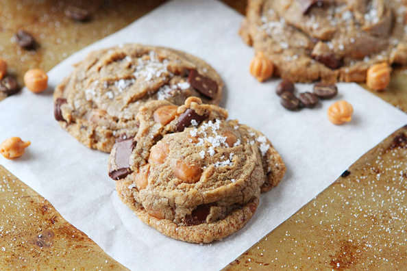 Kevinandamanda-Brown-Butter-Salted-Caramel-Mocha-Cookies-01_mini