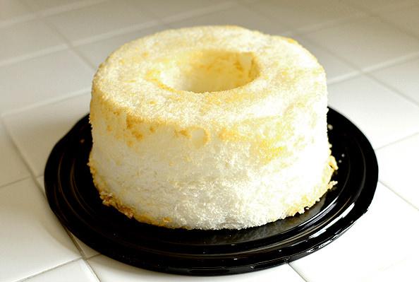 Strawberry Angel Food Cake Jars   iowagirleats.com