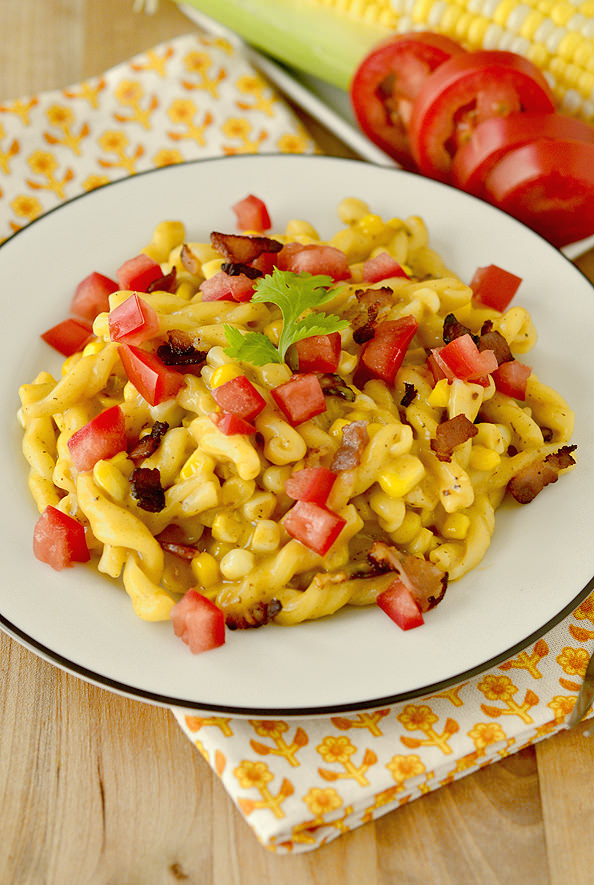 Sweet Corn + Bacon Skillet Mac and Cheese | iowagirleats.com