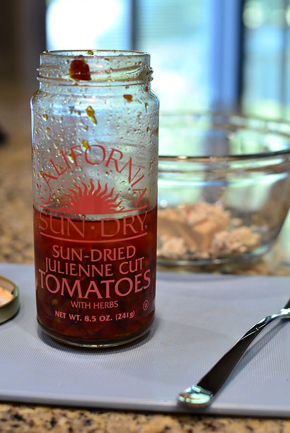 Sun-Dried-Tomato-Basil-Stuffed-Chicken-06_mini