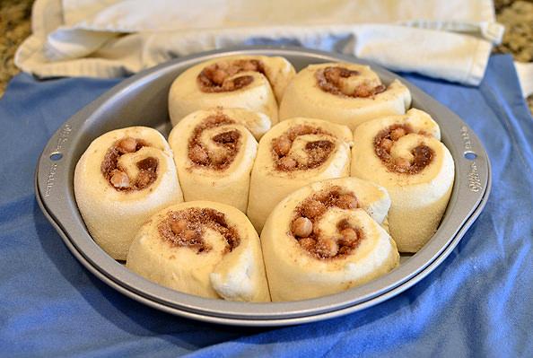 Shorcut Caramel Cinnamon Rolls with Cream Cheese Frosting   iowagirleats.com