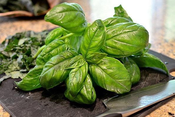 Crispy-Farmers-Market-Kale-Bacon-and-Basil-Hash-13_mini
