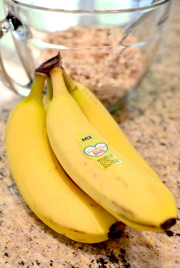 Blueberry-Banana-Bread-Granola-iowagirleats-07_mini