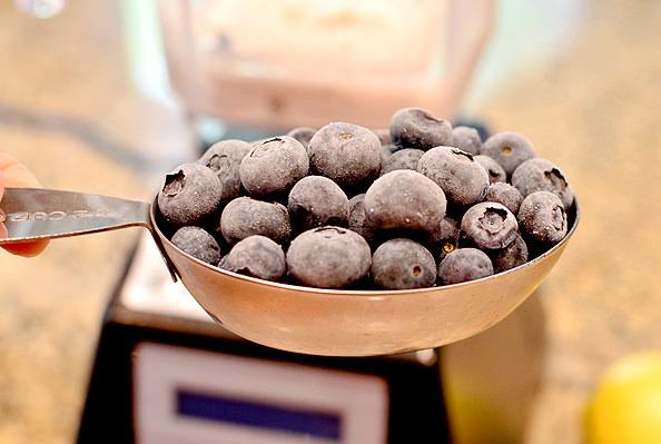 Blueberry-Muffin-Smoothie-iowagirleats-06_mini