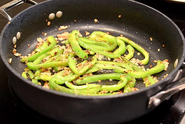 One-Pan-Italian-Sausage-and-Peppers-Pasta-iowagirleats-007_mini