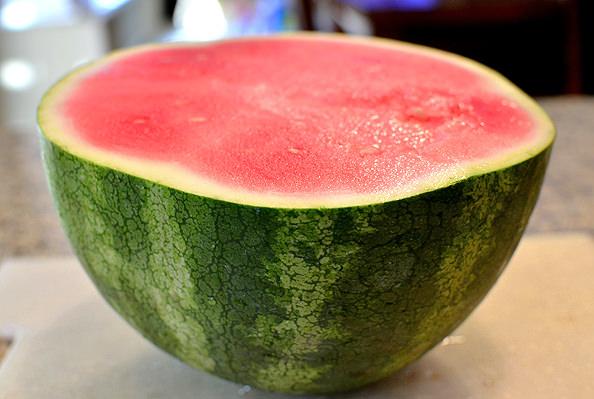 How To Cut a Watermelon   iowagirleats.com