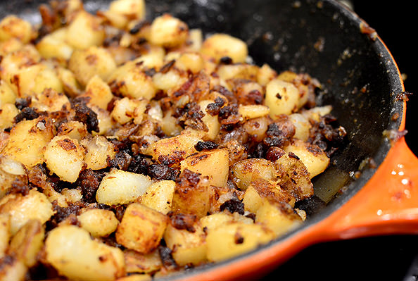 Spinach, Avocado and Sun-Dried Tomato Home Fries Skillet | iowagirleats.com