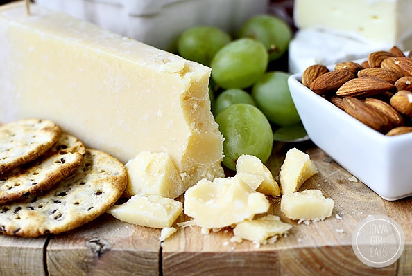 How To Make a Cheese Platter For Entertaining #holidays #glutenfree   iowagirleats.com