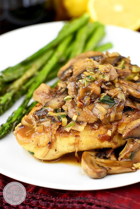 Leek and Mushroom Chicken Skillet #glutenfree | iowagirleats.com