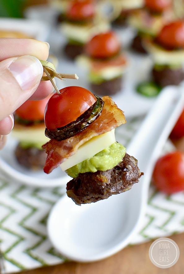 Bacon Jalapeño Cheeseburger Bites with Chipotle Mayo #marchmadness #glutenfree | iowagirleats.com