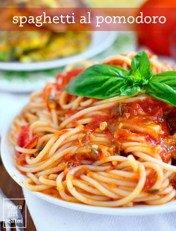 spaghetti al pomodoro on a plate