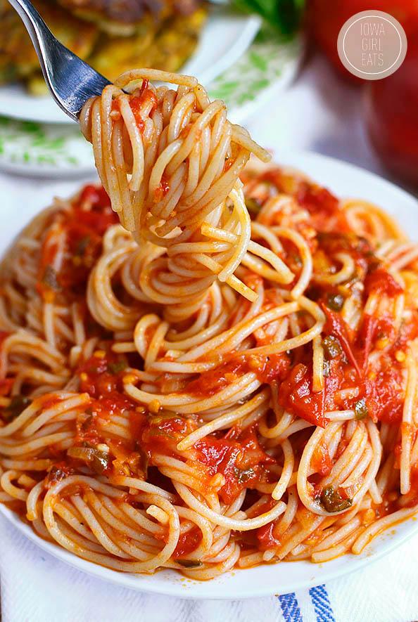 fork twiriling spaghetti al pomodoro