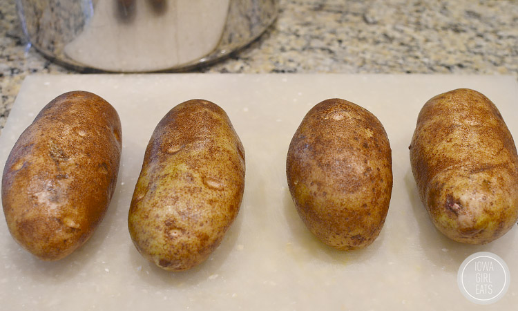 Loaded-Potato-Soup-iowagirleats-04