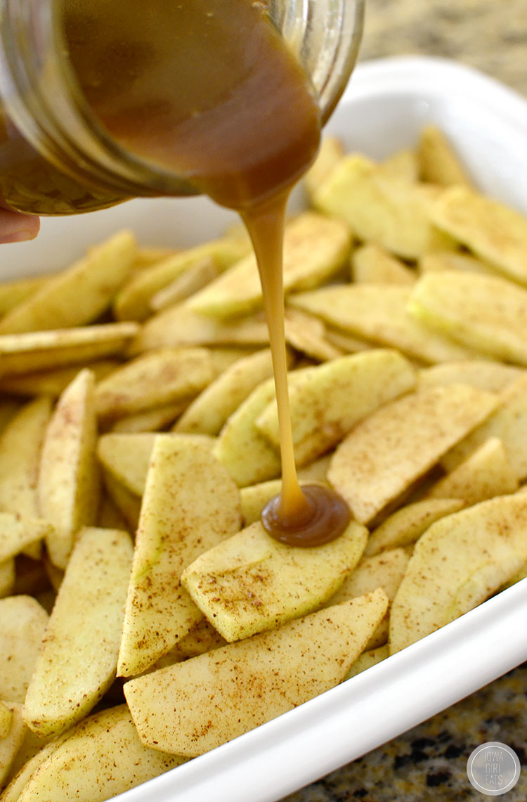 Caramel-Apple-Crisp-with-Easy-Caramel-Sauce-iowagirleats-08
