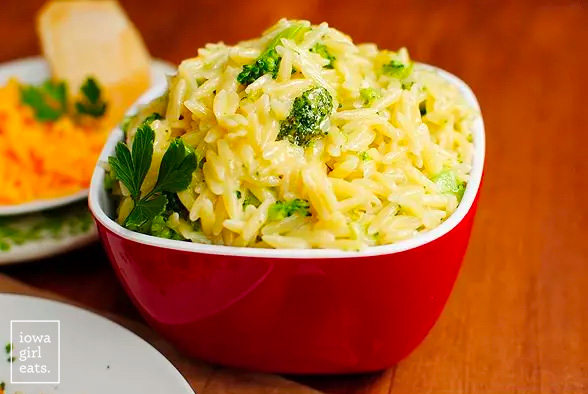 bowl of cheesy broccoli orzo
