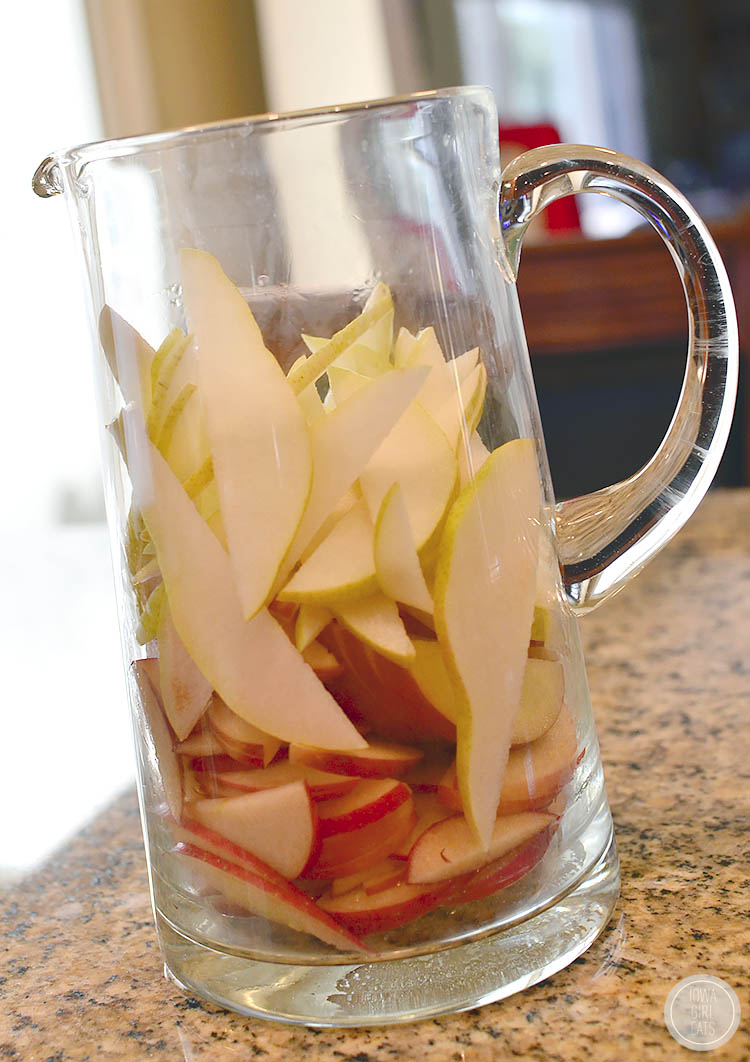 Sparkling Hard Apple Cider Sangria is the perfect fall drink. Not too sweet, and subtly sparkly, you'll love each sip! | iowagirleats.com
