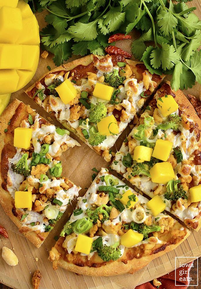 Switch up pizza night with gluten-free Thai Chicken Flatbread Pizza featuring savory peanut sauce, fresh herbs, and sweet mango. | iowagirleats.com
